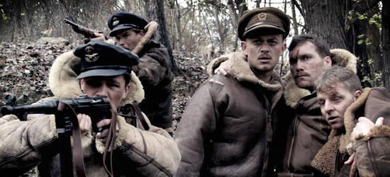 Captain Earl (Nicholas Van Der Bijl) und seine Mannschaft werden von Deutschen Soldaten verfolgt © Pandastorm Pictures